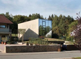 Hercule single-family house by 2001